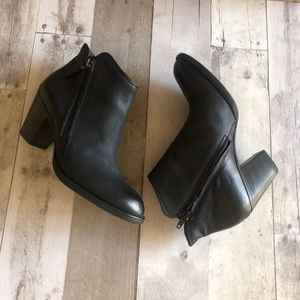 Paul Green Aubrey Ankle Booties Size 7.5
